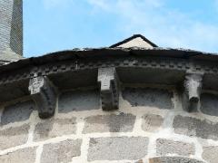 Eglise Saint-Donat - Français:   Modillons du chevet de l\'église Saint-Donat, Saint-Donat, Puy-de-Dôme, France.