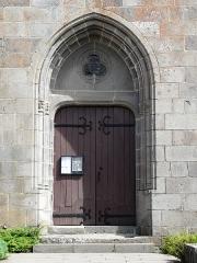 Eglise Saint-Donat - Français:   Le portail de l\'église Saint-Donat, Saint-Donat, Puy-de-Dôme, France.