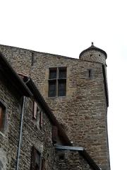 Immeuble dit château de Saint-Floret ou Vieux Château - Français:   Le logis du château de Saint-Floret, Puy-de-Dôme, France.