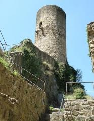 Immeuble dit château de Saint-Floret ou Vieux Château - Français:   Saint-Floret, comm. du Puy-de-Dôme (Auvergne, France). Château, donjon circulaire.