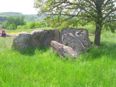 Dolmen dit l'Usteau du Loup ou La Grotte des Fées -