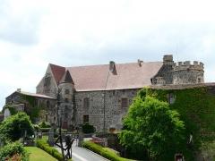 Ancien château fort - Français:   Le château de Saint-Saturnin, Puy-de-Dôme, France.