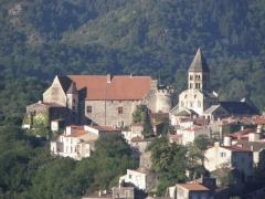 Ancien château fort - Français:   Village de Saint-Saturnin (63)
