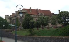 Ancien château fort - English: Saint-Saturnin, Puy-de-Dôme, FRANCE