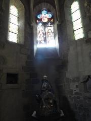Eglise Saint-Genès - English: Stained glass windows and a statue of the Pietà inside Église Saint-Genès, Thiers, Puy-de-Dôme, Auvergne, France.