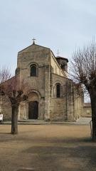 Eglise Saint-Limin (ou Saint-Martin) -  Façade de l'église Saint-Martin à Thuret dans le Puy-de-Dôme.