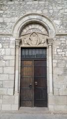 Eglise Saint-Limin (ou Saint-Martin) -  Porte latérale de l'église Saint-Martin de Thuret avec mandorle.