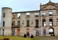 Château de Villemont -  This file has no description, and may be lacking other information.  Please provide a meaningful description of this file.