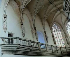 Eglise Saint-Pierre - Vic-le-Comte - Sainte-Chapelle - Tribune avec ballustres et apôtres