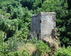 Château fort et église Saint-Jean du Marchidial - Français:   Champeix: le marchidial, tour (Puy-de-Dôme, France).
