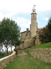 Château fort et église Saint-Jean du Marchidial - Français:   Champeix, comm. du Puy-de-Dôme (France, région Auvergne). Château du Marchidial, campanile de la chapelle castrale Saint-Jean. .