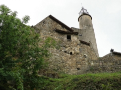 Château fort et église Saint-Jean du Marchidial - Français:   Champeix, comm. du Puy-de-Dôme (France, région Auvergne). Château du Marchidial, campanile de la chapelle castrale Saint-Jean.