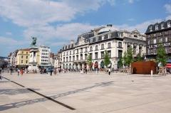 Statue de Vercingétorix -  La Place de Jaude à Clermont-Ferrand