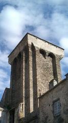 Ancien château de Mercoeur -  photo de la tour aux vingt angles de Blesle