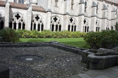 Ancienne abbaye de la Chaise-Dieu - English:  Location of the fountain in the southwest corner, near the refectory.