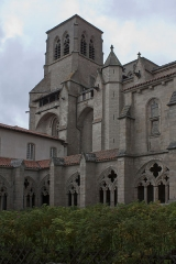 Ancienne abbaye de la Chaise-Dieu - English:  The South tower view from the corner S.-E. of the cloister.