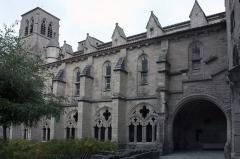 Ancienne abbaye de la Chaise-Dieu - English:  North aisle of the cloister.