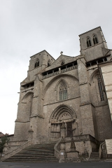 Eglise abbatiale Saint-Robert - English:  West facade and large degree of the abbey of Saint Robert