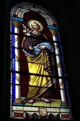 Eglise Saint-Pierre - Deutsch: Katholische Kirche Saint-Pierre in Cistrières im Département Haute-Loire (Auvergne-Rhône-Alpes/Frankreich), Bleiglasfenster; Darstellung: Heiliger Joseph