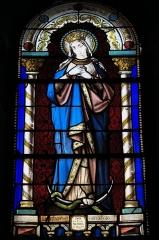Eglise Saint-Pierre - Deutsch: Katholische Kirche Saint-Pierre in Cistrières im Département Haute-Loire (Auvergne-Rhône-Alpes/Frankreich), Bleiglasfenster; Darstellung: Immaculata