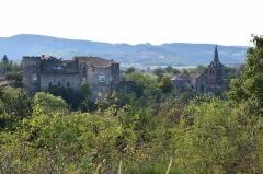 Château fort de Lamothe - Français:   Château et église de Lamothe vus du nord-ouest.