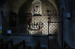Eglise Saint-Gal - English: Langeac. Church of Saint Gal. Interior. First North Chapel. Burial of Christ and medieval wrought iron fence.