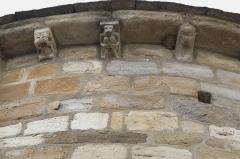 Eglise Saint-Géraud - Deutsch: Katholische Kirche Saint-Géraud in Lempdes-sur-Allagnon im Département Haute-Loire (Auvergne-Rhône-Alpes/Frankreich), Kragsteine