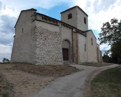 Eglise Saint-Vincent -  Façade occidentale et flanc sud de l\'église Saint-Vincent de Léotoing (43).