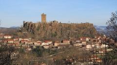 Ruines du château fort - Français:   Vue de Polignac (château et village) en février 2012