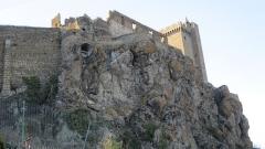 Ruines du château fort - Français:   Détail château de Polignac (Haute-Loire) en février 2012