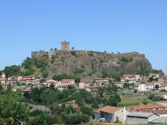 Ruines du château fort - Français:   Le château et le village de Polignac