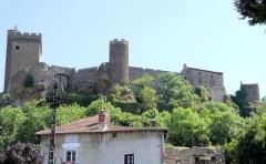 Ruines du château fort - Français:   Le château de Polignac vu de l\'église