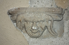 Immeuble - English:  Corbel on the staircase at the first floor.