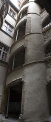 Immeuble - English:  Staircase.