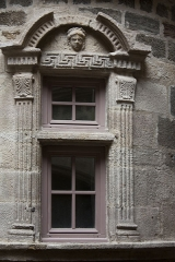 Immeuble - English:  Window of the turret, at the secan floor.