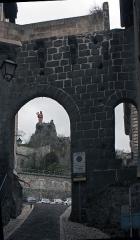 Porte de ville dite Porte Saint-Georges - English:  Our Lady of France, seen through the Saint Georges' gate.