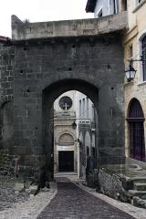 Porte de ville dite Porte Saint-Georges - English:  The Saint Georges' gate.