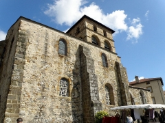 Eglise Saint-Jean-Baptiste - Français:   Retournac, dép. de la Haute-Loire, France (Auvergne). Église Saint-Jean-Baptiste, façade méridionale.