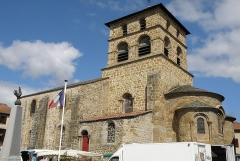 Eglise Saint-Jean-Baptiste - Français:   Retournac, dép. de la Haute-Loire, France (Auvergne). Église Saint-Jean-Baptiste, flanc sud, clocher et abside.
