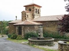 Eglise Saint-Barthélémy -  Saint-Geneys-près-Saint-Paulien, dép. de Haute-Loire, France (Auvergne). Église romane Saint-Barthélemy, face nord (choeur à gauche).