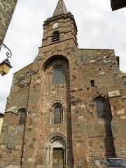 Eglise Saint-Georges -  Saint-Paulien, dép. de la Haute-Loire, France (Auvergne). Église paroissiale Saint-Georges, façade occidentale.
