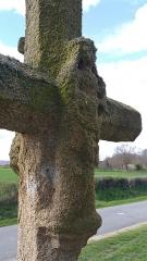 Croix dite Croix des Ages ou Croix de la Roi -  sculpture de la vierge sur l'arrière de la croix des Âges à Aurignat.