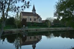 Eglise Saint-Genest - Français:   Eglise et plan d\'eau. Photo réalisée  en fin octobre 2013 au soleil couchant.