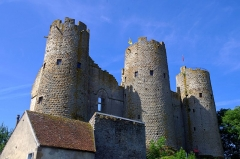Château - English: Bourbon l'Archambault fortress. The three towers