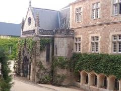 Château de Busset -  Entrée de la chapelle de château Busset