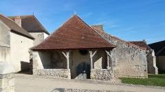 Ancienne église Saint-Blaise de Chareil -  Église Saint-Blaise de Chareil, porche d'entrée.