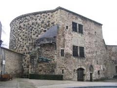 Fortifications -  La Tour Prisonnière à Cusset(France). Dernier vestige des fortifications de la ville, elle a servi de prison durant longtemps.
