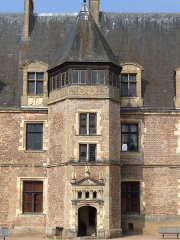 Château de La Palice (également sur commune de Saint-Prix) - Français:   Lapalisse - Château de La Palice - Entrée du château