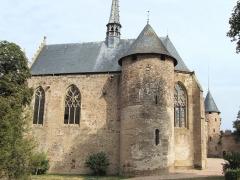 Château de La Palice (également sur commune de Saint-Prix) - Français:   Lapalisse - Château de La Palice - Chapelle Saint-Léger avec la tour du château du XIIIe siècle