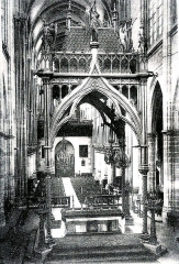Cathédrale Notre-Dame - Chœur de la cathédrale de Moulins (Allier - France) après les travaux du XIXe siècle: Le maître-autel sous le ciborium